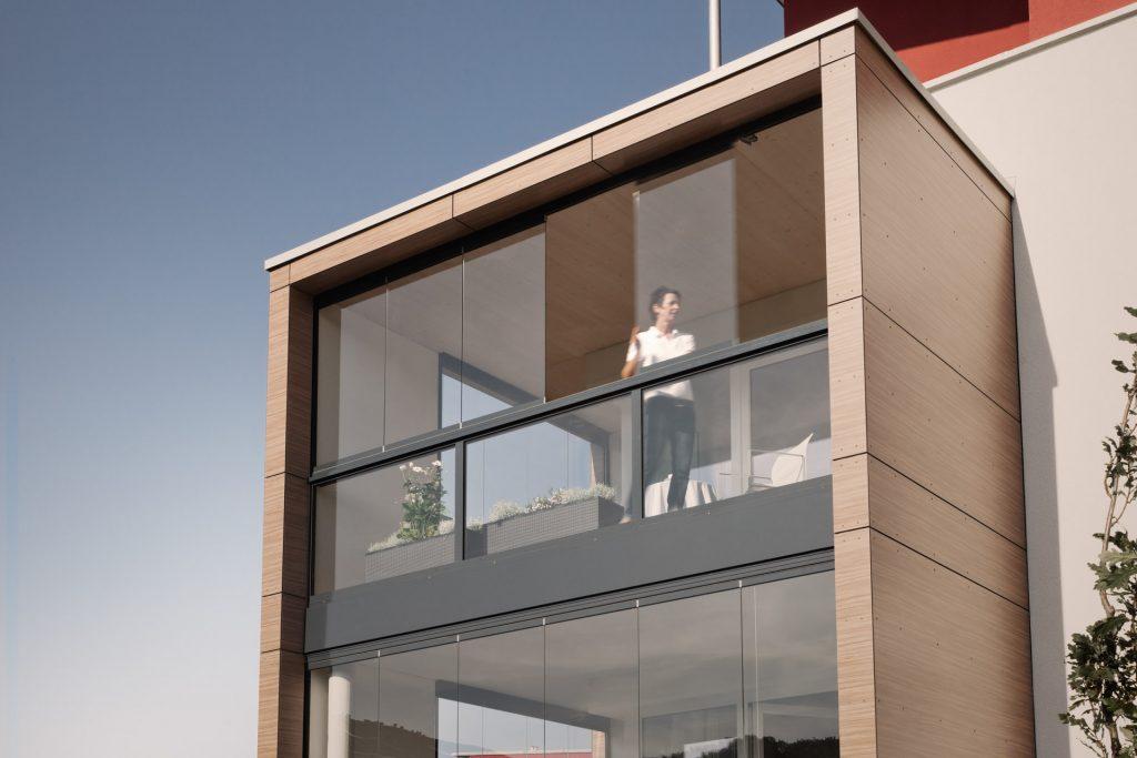 Balkonverglasung von Solarlux mit der Solarlux Ganzglas Faltwand SL25. Die Brüstung besteht aus der Serie SL45.