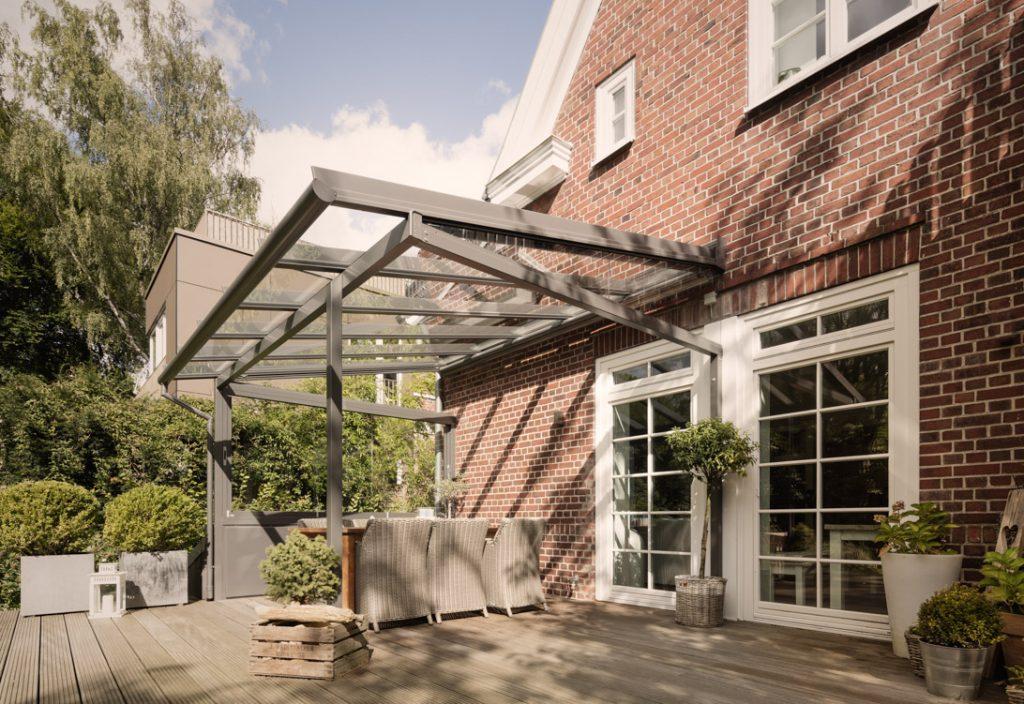 Terrassendächer aus Aluminium & Holz | Ausstellung Hamburg