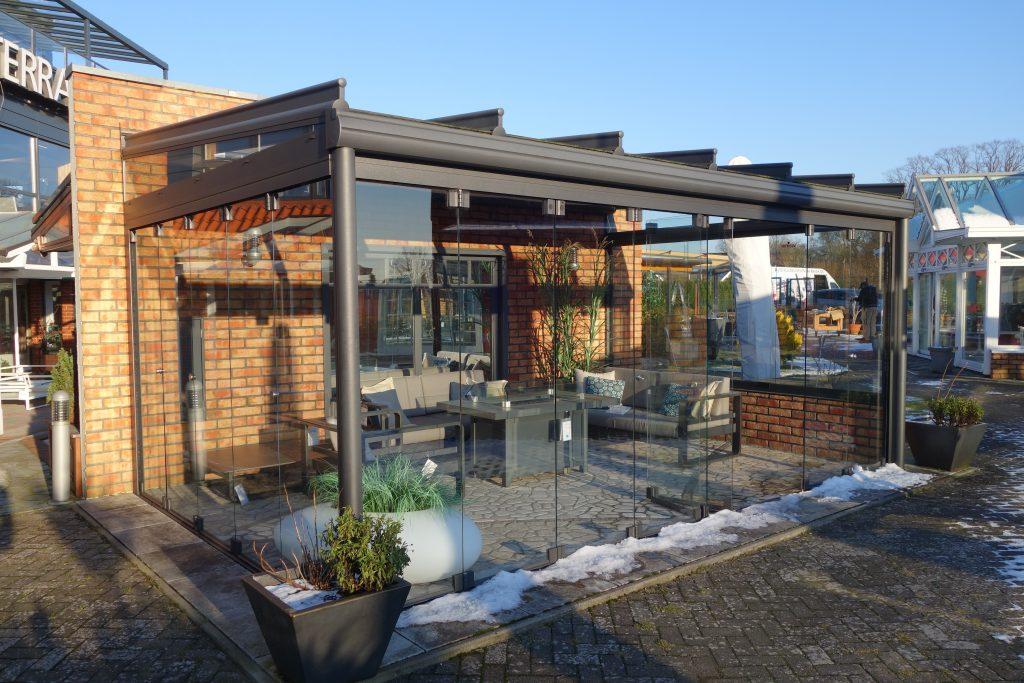 Weinor Outdoor Ausstellung für Weinor Glasoase, Weinor Terrassenüberdachung Terrazza, Schiebetür w-17 easy sowie diverse Beschattungen (Weinor Sotezza Beschattung / Weinor Vertitex Beschattung).