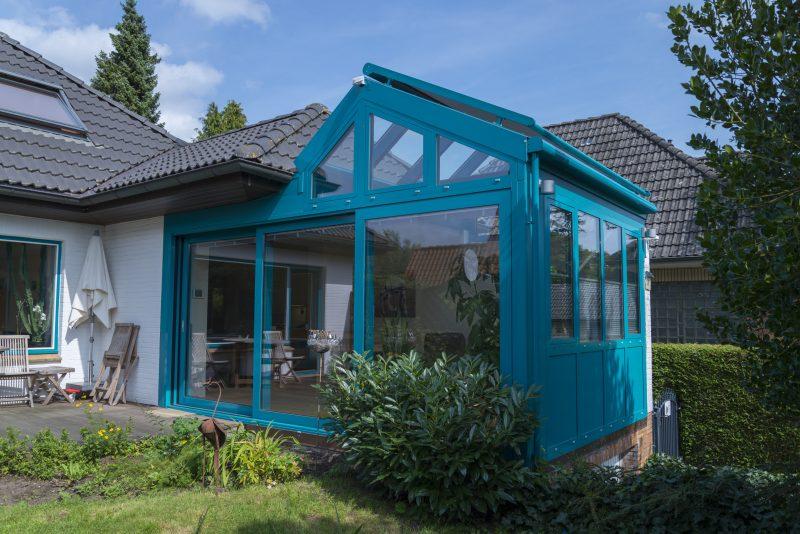 Wintergarten mit einem asymmetrischen Satteldach in Türkis | Ratgeber SchulzeBraak