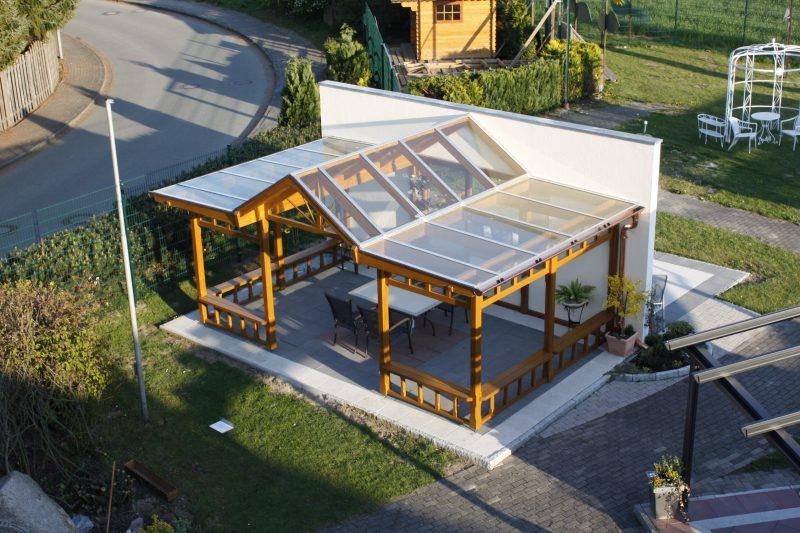 Terrassendach mit Flügeldach im Landhausstil in der Terrassendachausstellung Hamburg | Ratgeber SchulzeBraak