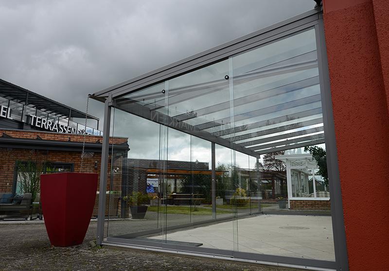 Glashaus von Solarlux mit abgeschrägten Schiebetüren | Ratgeber SchulzeBraak Hamburg