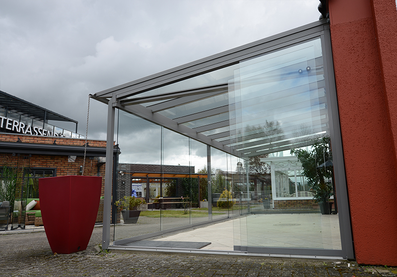 Solarlux Glashaus mit schrägen Schiebetüren | Ratgeber SchulzeBraak