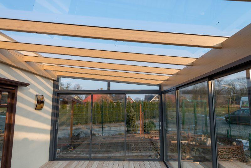 Ein Sommergarten aus Holz und Aluminium | Ratgeber SchulzeBraak