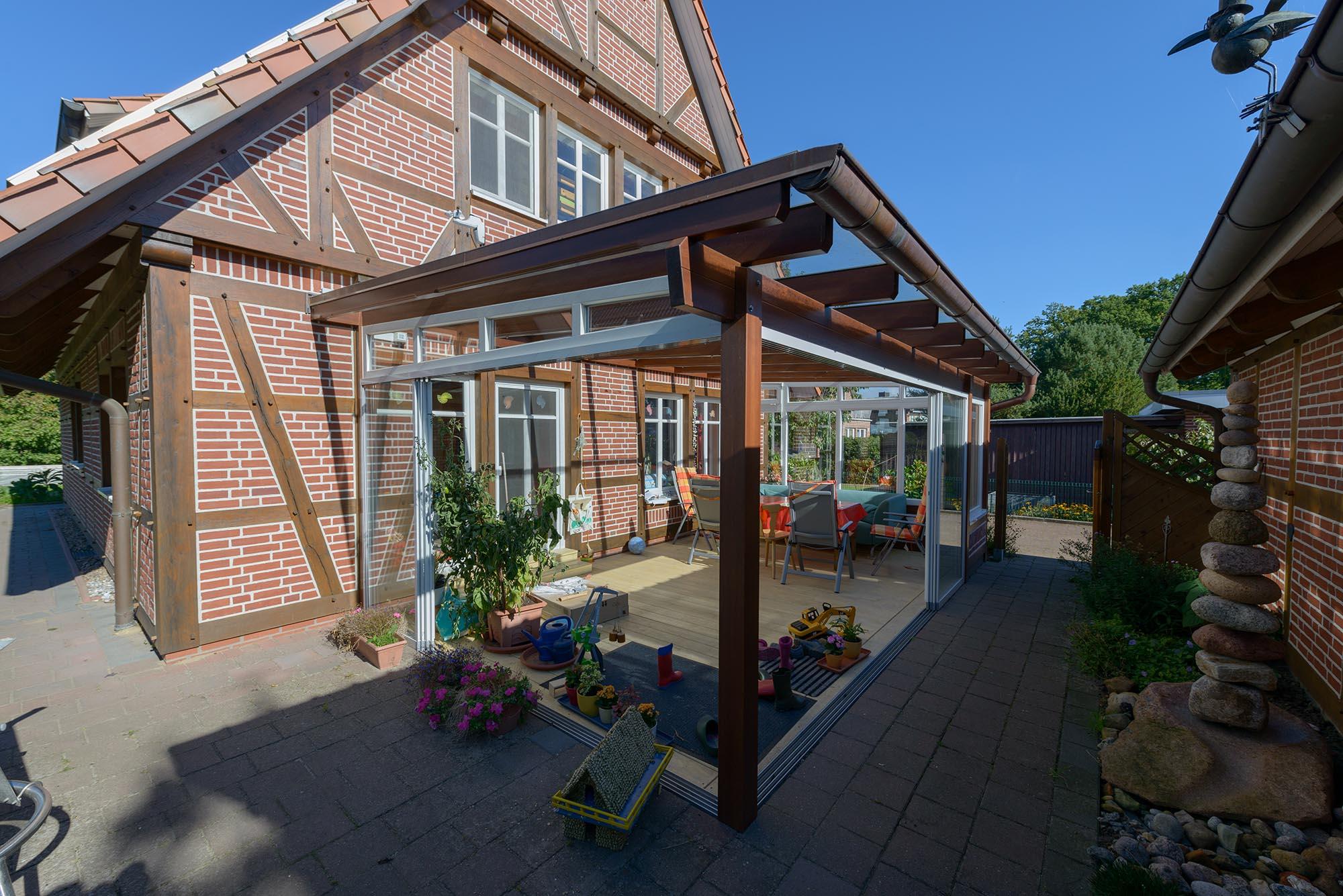 Holz Sommergarten am Fachwerkhaus - Seite links