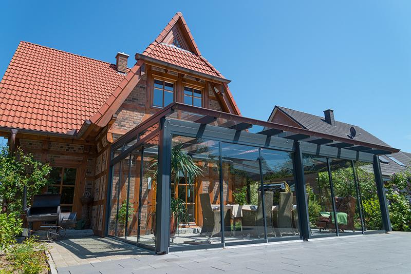Kaltwintergarten mit geschlossenen Schiebetüren | Ratgeber SchulzeBraak
