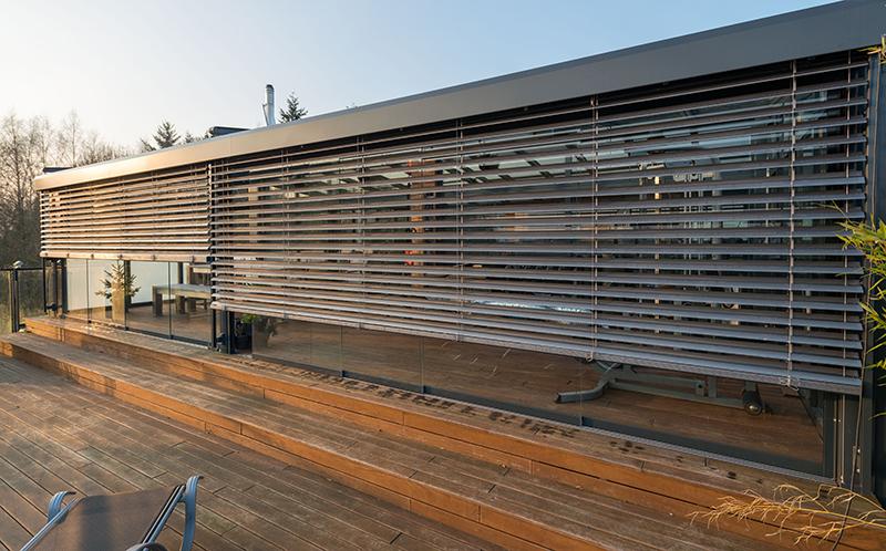Sommergarten mit offenen Raffstoren | Ratgeber SchulzeBraak