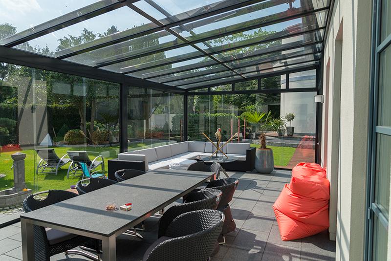 Ganzglas Schiebetüren bei einem Sommergarten aus Aluminium | Ratgeber SchulzeBraak