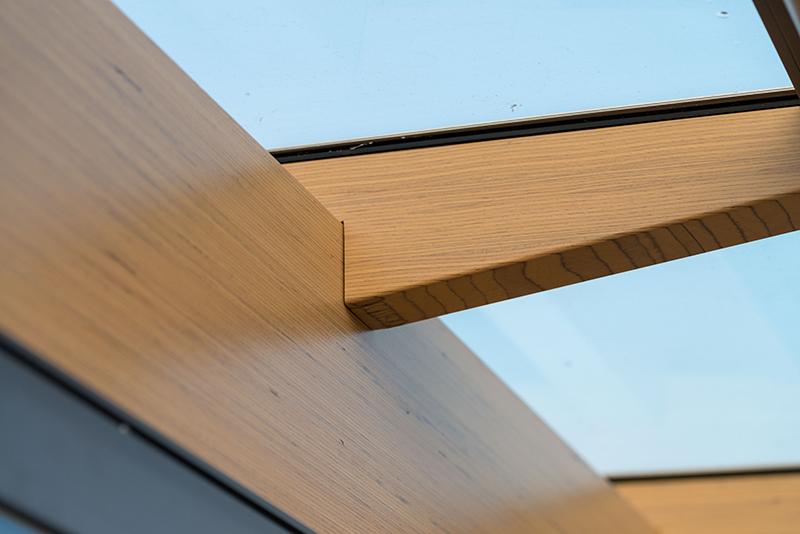 Terrassendach mit dem Material: Brettschichtholz / Furnierschichtholz in der Detailansicht | Ratgeber SchulzeBraak