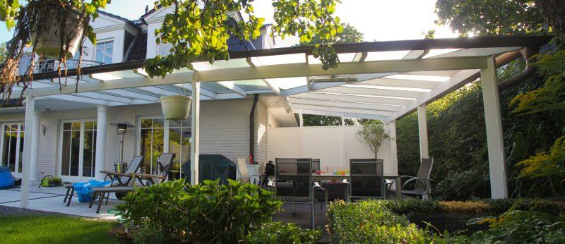 Terrassendach um eine Hausecke herum | Ratgeber SchulzeBraak