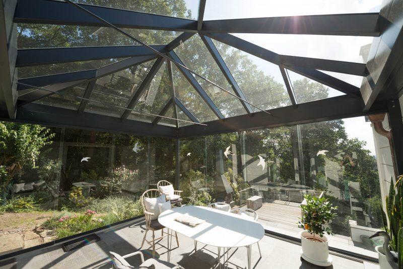 Ein Sommergarten mit Walmdach | Ratgeber SchulzeBraak