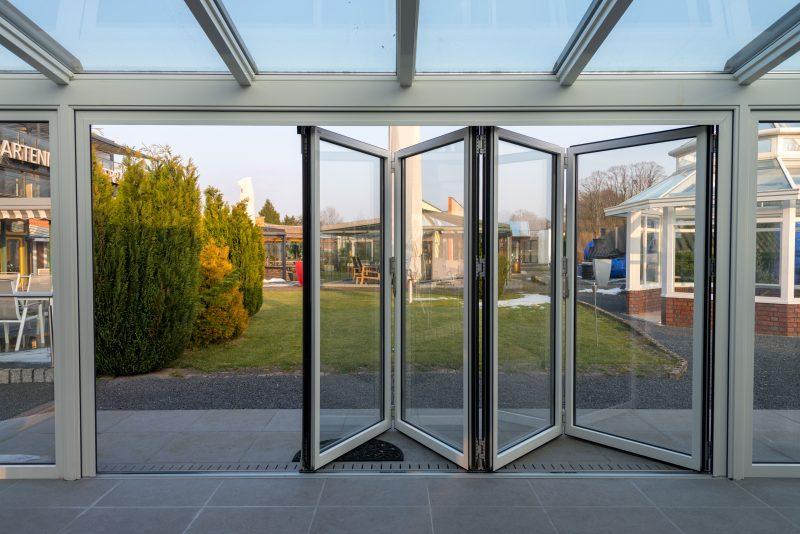 Sich öffnende Wintergarten Falttür | Ratgeber SchulzeBraak
