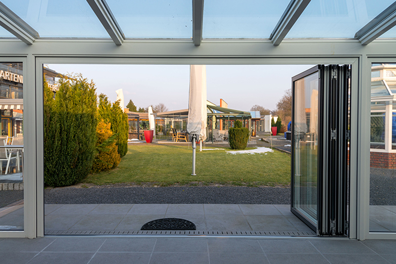 Geöffnete Wintergarten Falttür | Ratgeber SchulzeBraak