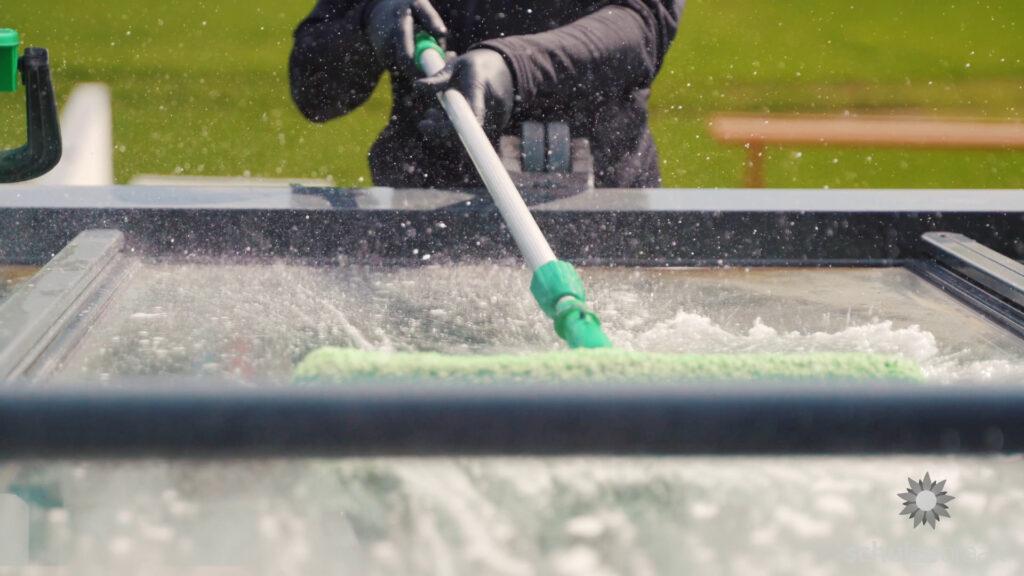 Terrassendach Reinigung mit Einwascher